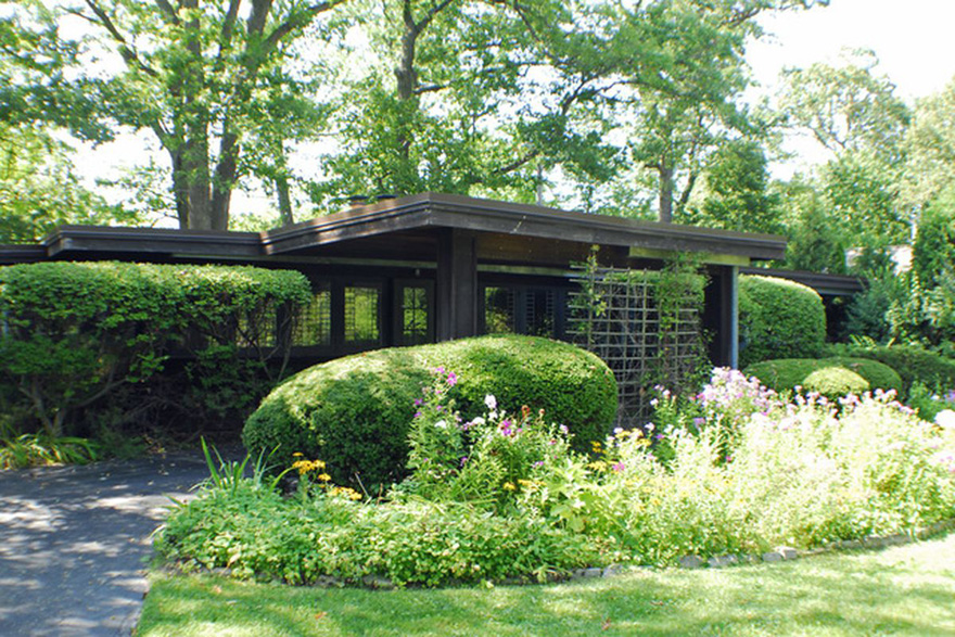 Sold Booth Cottage In Suburban Chicago Frank Lloyd